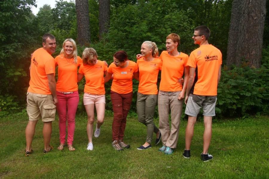Ronimisakadeemia meeskond suvelaagris